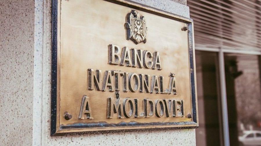 UPDATE: Un angajat al BNM, încătușat pentru 72 de ore după descinderi! Este bănuit de implicarea în frauda bancară