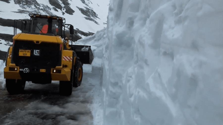 (VIDEO) La sfârșit de mai, stratul de zăpadă pe un traseu din România depășește șase metri