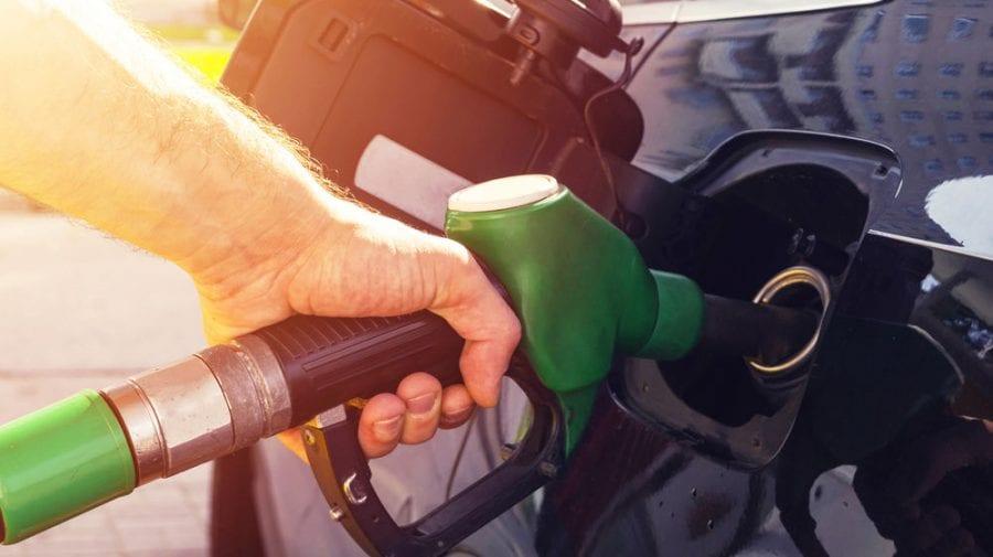 """Prețurile cresc """"ca pe drojdie"""", însă ANRE se consultă asupra metodei de calcul și aplicare a tarifului la carburanți"""