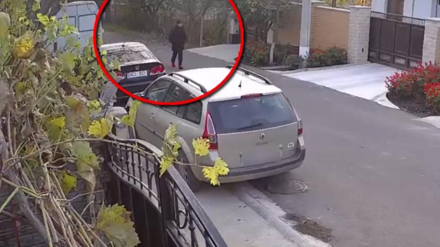 (VIDEO) Bărbatul din imagini este căutat de oamenii legii. Ar fi sustras mai multe bijuterii dintr-o locuință