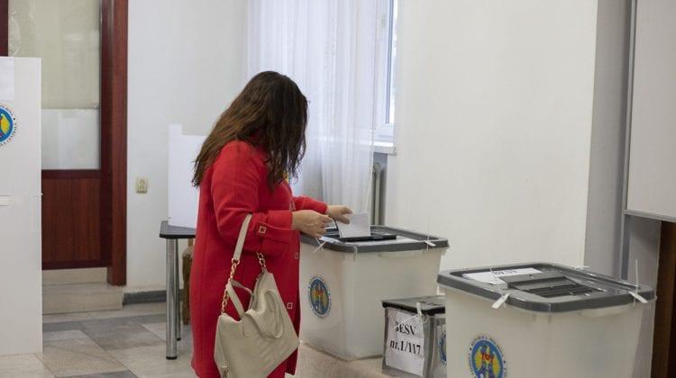 Ce spun experții despre decizia CEC în privința deschiderii a doar 150 de secții de votare pentru diasporă