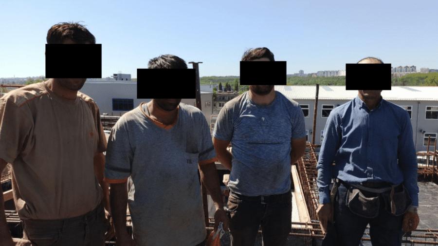 """(FOTO) Ilegal, la """"stroikă"""" în Moldova! Cinci turci amendați și obligați să revină în țara de origine"""