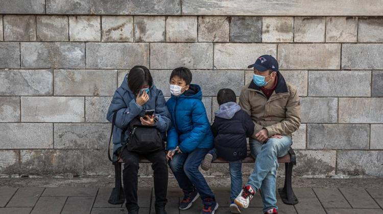 Autoritățile chineze au permis familiilor să aibă trei copii