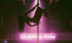 (FOTO) Fotograf: Striptease-ul relevă o poveste de frumusețe și încredere în sine pentru dansatoare