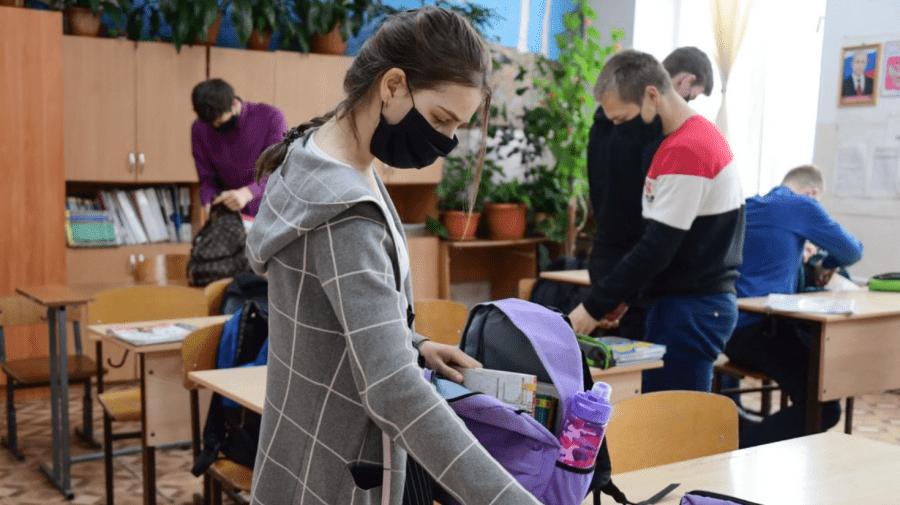 MECC: Din cauza virusului de COVID-19, 10 clase își desfășoară studiile la distanță