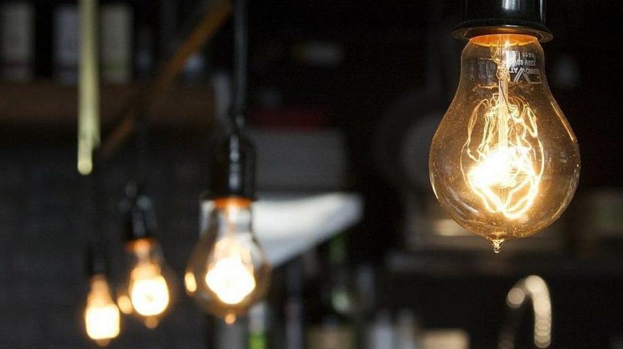 Mai multe adrese din țară ar putea rămâne astăzi fără curent electric