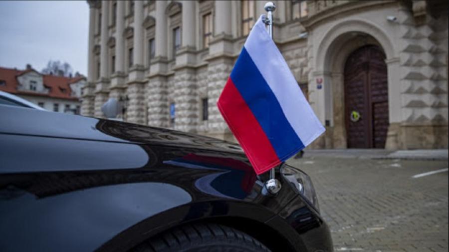 Diplomați ruși expulzați au părăsit Republica Cehă