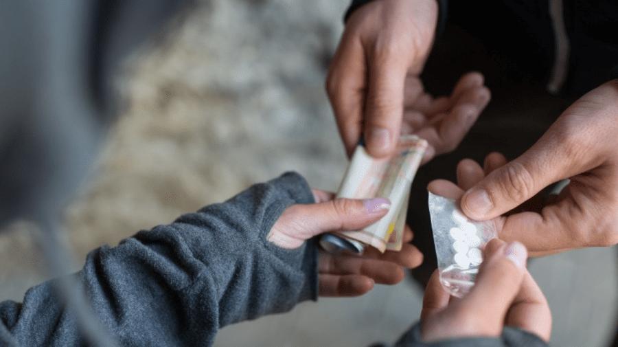 (VIDEO) Cantități impresionante de droguri, ridicate de oamenii legii. Suspecții riscă până la 15 ani de închisoare