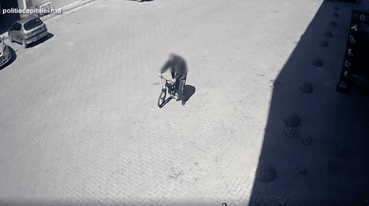 (VIDEO) A sustras fără frică o bicicletă în mijlocul zilei. Momentul, surprins de camerele de supraveghere