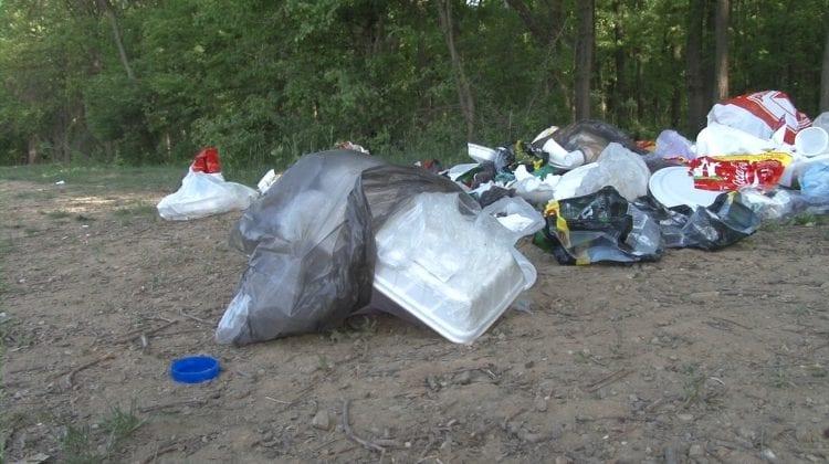 Nu aruncați deșeuri la întâmplare! Îndemnul Agenției de Mediu, în pragul sezonului estival