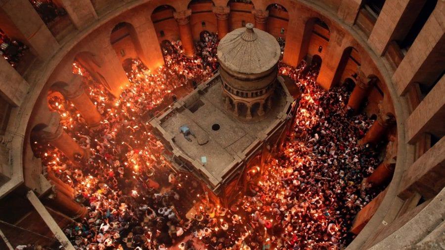 Sfânta Lumină de la Ierusalim ajunge seara în țară. Urmărește RLIVE.MD și RLIVE TV!