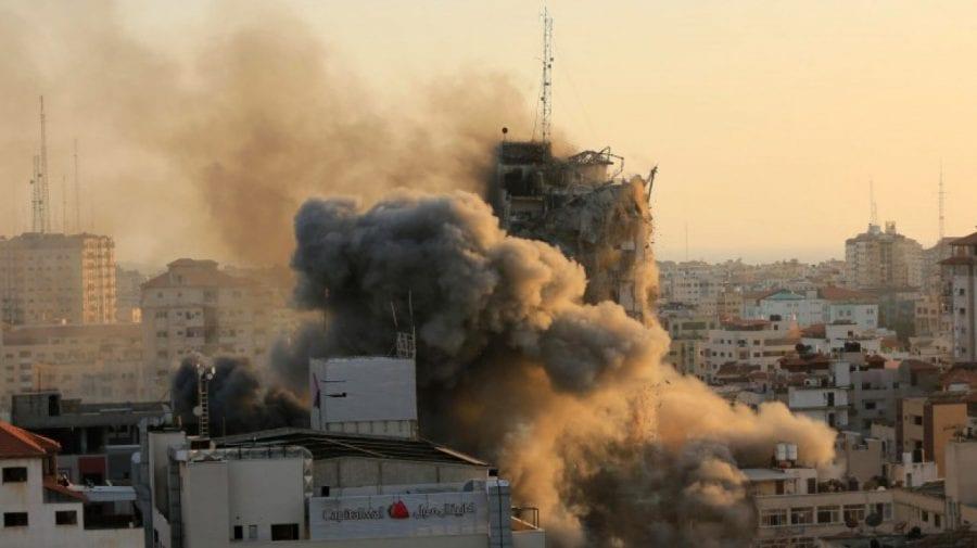 (VIDEO) Imagini apocaliptice în Israel: Străzi în foc, automobile distruse și blocuri puse la pământ