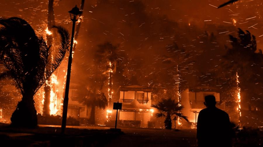 (FOTO) Incendii de amploare în Grecia. Mii de hectare de pădure au fost distruse