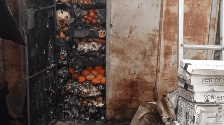 (FOTO) Incendiu la Comrat în ziua de Paști! Câteva gherete de la Piața Centrală au luat foc