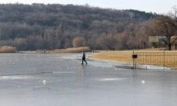 Corpul neînsuflețit al fetiței căzute iarna sub gheață – a fost găsit