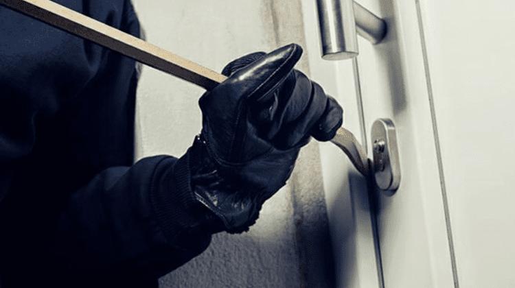 (VIDEO) Cercetați penal pentru furt și jaf. Doi bărbați riscă până la șapte ani de închisoare