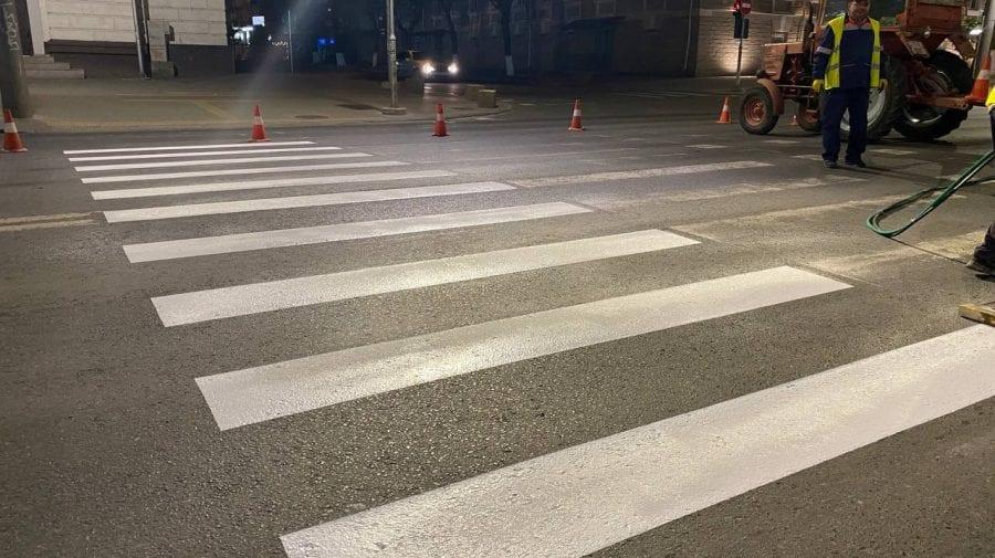 (FOTO) Aplicarea marcajului rutier, în proces. Pe ce străzi din Capitală sunt executate lucrările