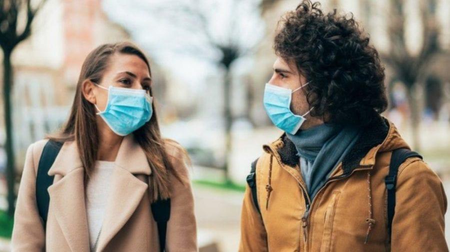 De ce persoanele care s-au vaccinat, la fel, trebuie să poarte mască de protecție