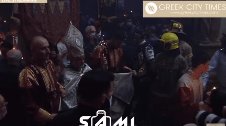 (VIDEO) Ierusalim: Minunea s-a produs și în acest an. Focul Haric s-a aprins!