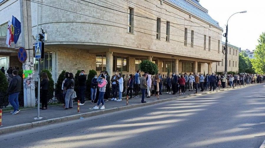 (FOTO,VIDEO) Moldovenii vor Pfizer! Aglomerație mare la un centru de vaccinare deschis în Capitală