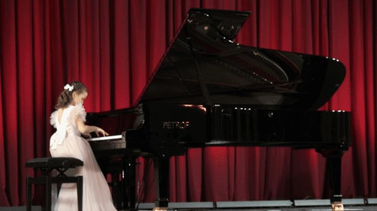 """(FOTO) Pian nou la Filarmonica Națională """"Serghei Lunchevici""""! Acesta a fost adus din Cehia"""