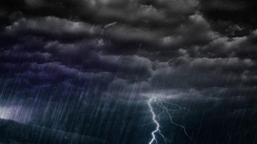 Pagube după ploile și vânturile puternice de azi. 31 de localități au rămas în beznă