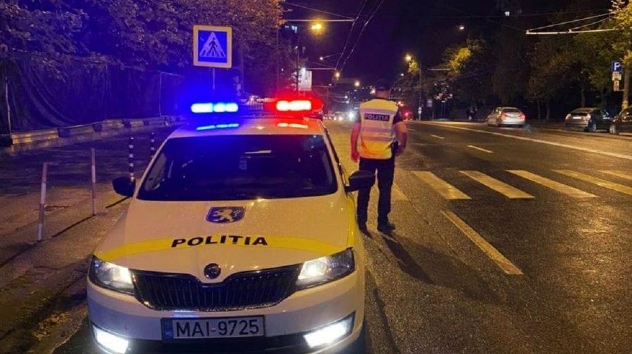 (FOTO) Accident teribil în Capitală. O mașină, făcută zob, iar șoferul se află în stare gravă