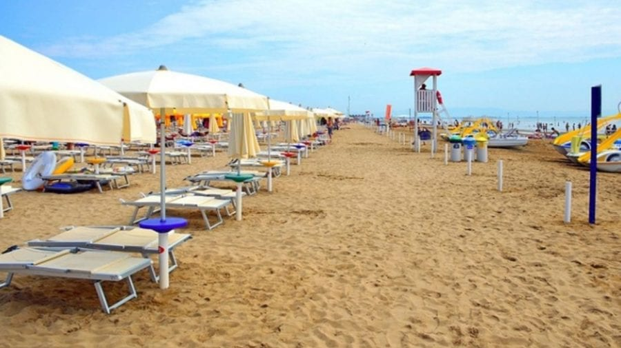 România deschide plajele pentru turiși, nu pentru toți, doar pentru cei vaccinați
