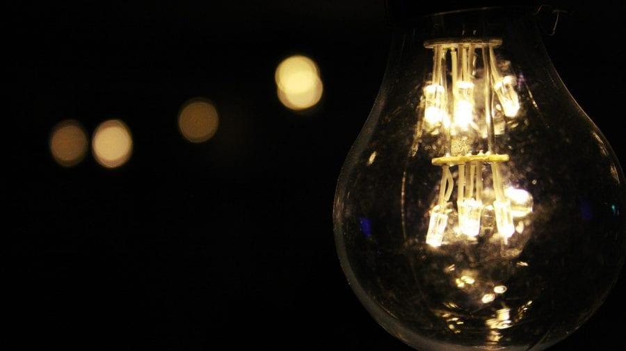 Mâine ar putea fi sistată lumina în mai multe localități din țară. Vezi adresele