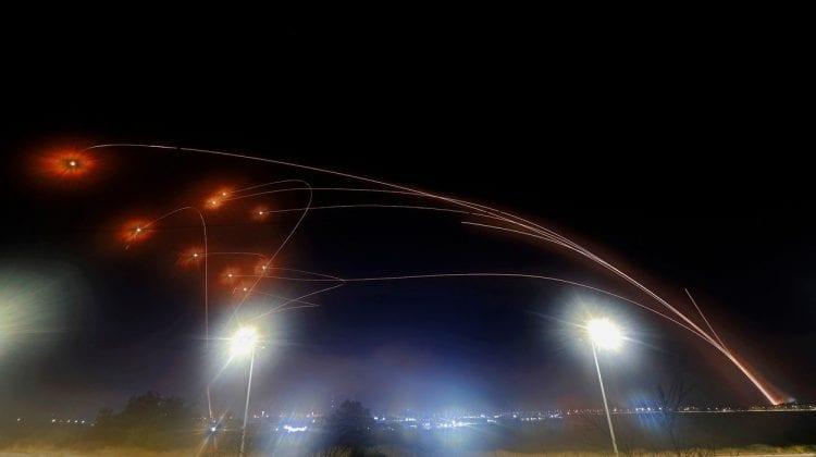"""(VIDEO) Imagini incredibile! Sistemul antirachetă """"cupola de fier"""" a salvat mii de vieți noaptea trecută în Tel Aviv"""