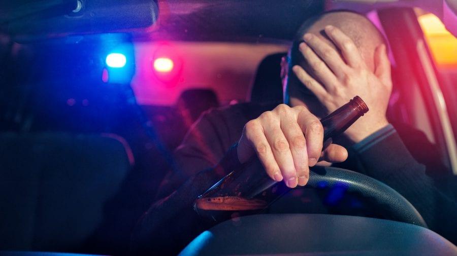 (VIDEO) S-a urcat beat criță la volanul unei mașini avariate. Șoferul s-a ales cu un proces penal