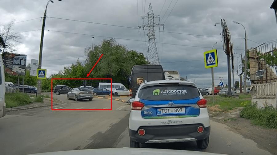 """(VIDEO) """"Eu sunt cel mai deștept"""". Momentul în care un șofer încalcă cu tupeu regulile de circulație"""