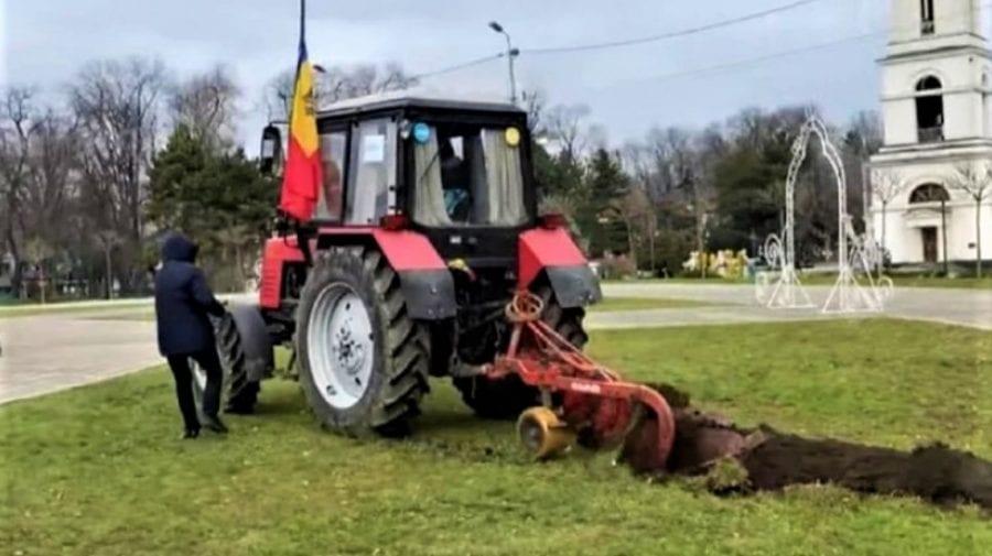 AUR a achitat amenda agricultorului care a brăzdat în fața Catedralei