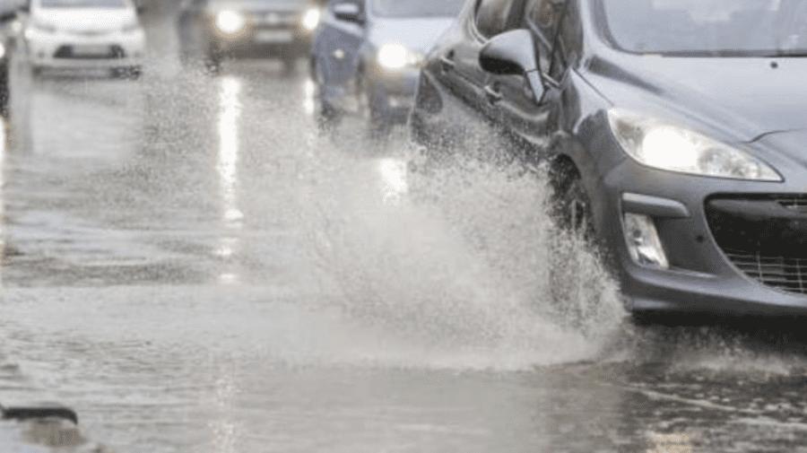 Șoferi, fiți prudenți! În Capitală se circulă în condiții de ploaie