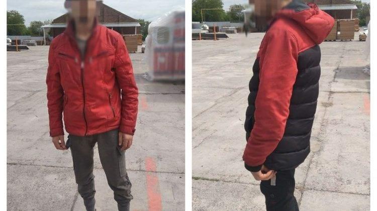 (FOTO) Bărbat din Drochia, suspectat de trafic de ființe. În camionul cu produse polițiștii au depistat doi tineri