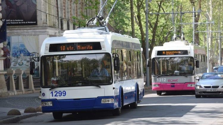 Au revenit pe străzile Capitalei! Cum circulă troleibuzele destinate școlarilor
