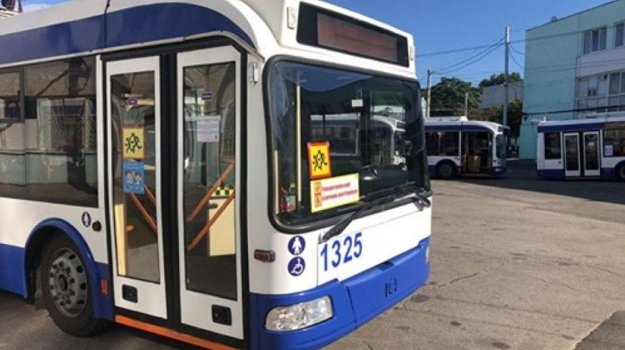 Autoritățile RENUNȚĂ la troleibuzele destinate școlarilor! Serviciul este puțin solicitat, anunță responsabilii
