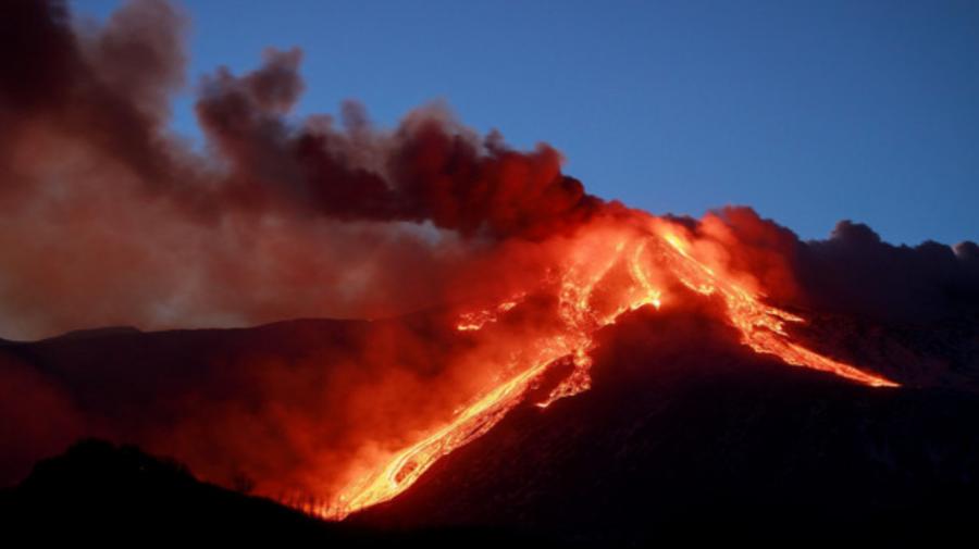 Cel mai activ vulcan din Europa, a erupt din nou