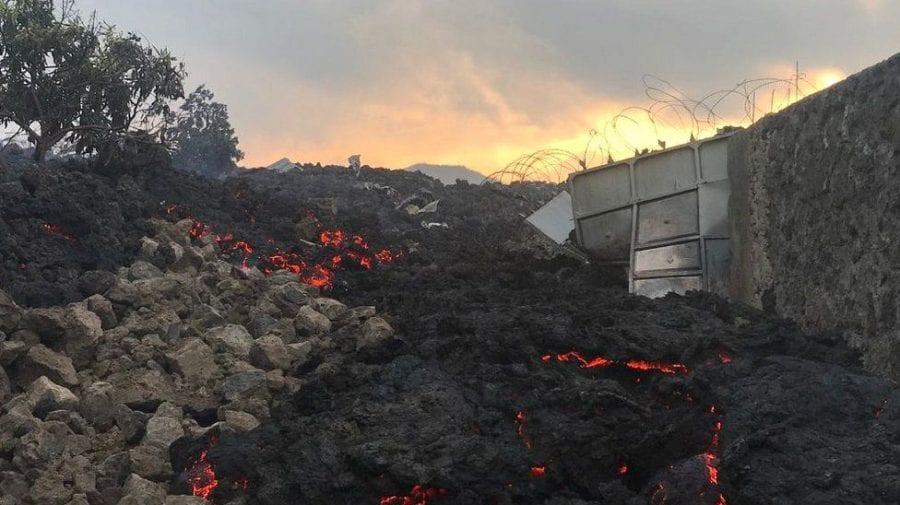 (GALERIE FOTO) Erupția vulcanului Nyiragongo. Sute de case au fos înghițite de lavă, iar oamenii dorm pe străzi