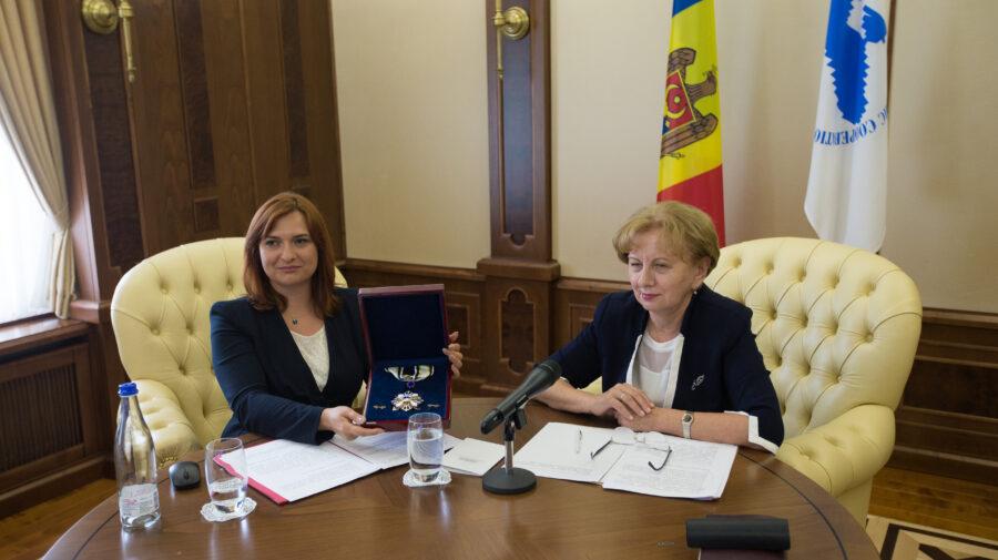 DOC Ludovic Orban și-a pus semnătura pentru decorarea Zinaidei Greceanîi cu Medalia de Onoare a APCEMN