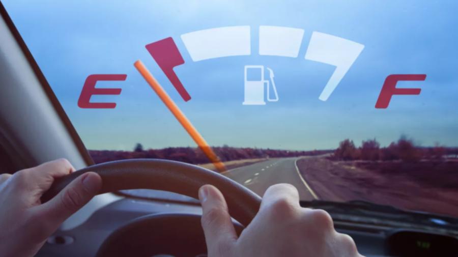 ANRE reia dreptul de a stabili prețul de comercializare la pompă a carburanților. Modificările, votate de deputați