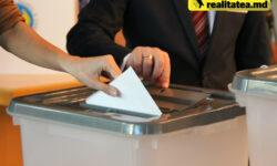 FOTO Cum arată buletinul de vot cu cei 23 de concurenți electorali în limba română și rusă