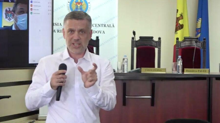 VIDEO Scandal la dezbateri! Un candidat a aruncat o sticlă și s-a certat cu Bogza: Nu-mi dai voie să vorbesc în l. rusă