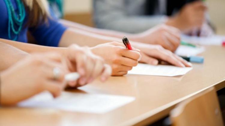 În Moldova au început examenele de BAC. Peste trei mii de absolvenți au scris prima probă