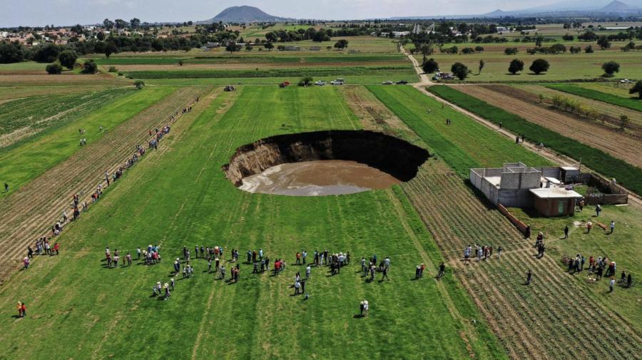 (FOTO) O groapă imensă a apărut în Mexic şi continuă să se extindă! Explicațiile oamenilor de știință