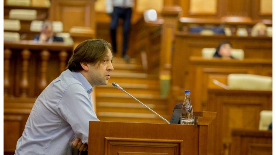 """(FOTO) """"Ispita-i mare"""". Dumitru Alaiba, cu paharul în mână în procesul agitației electorale"""