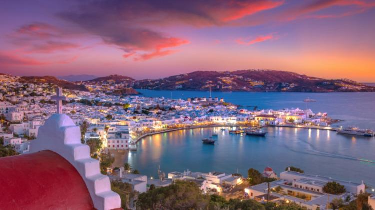 Mykons, insula petrecerilor din Grecia, e gata de distracții ca înainte de pandemie