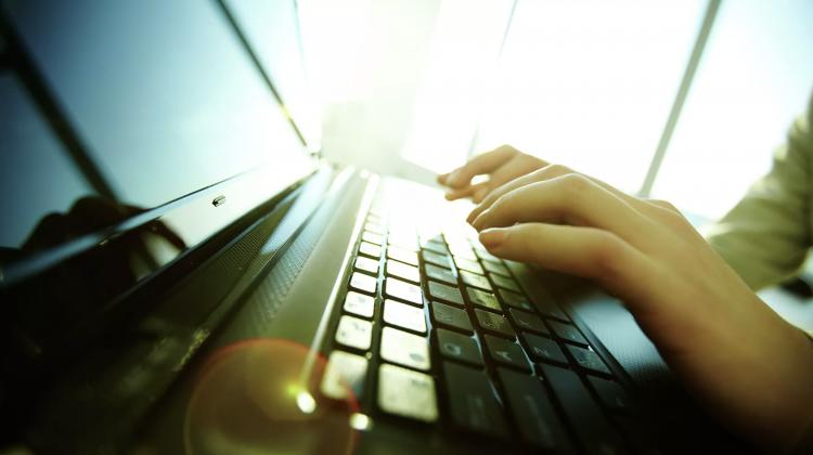 O întrerupere masivă a internetului a afectat astăzi zeci de site-uri de nivel mondial