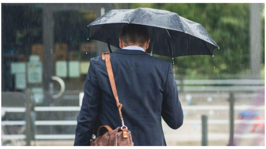 Umbrelă sau ochelari de soare? Ce ne îndeamnă meteorologii să luăm cu noi în acest weekend