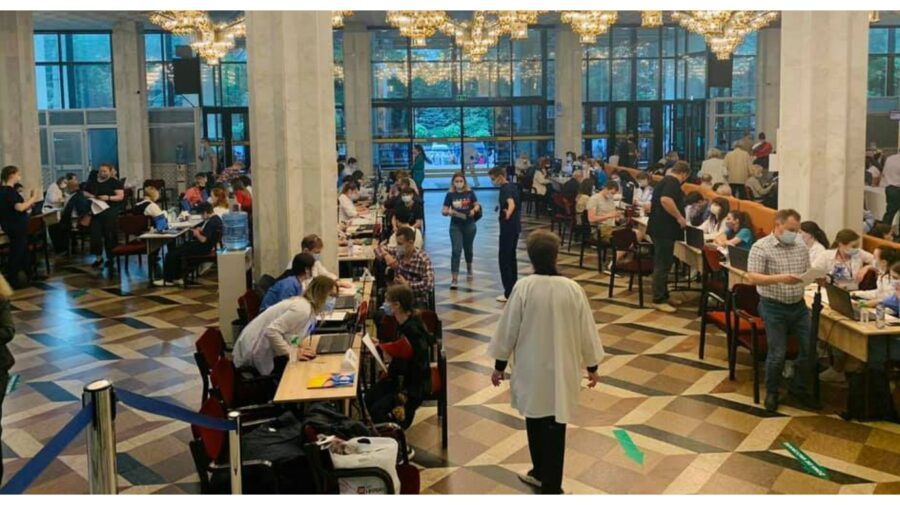 Maratonul vaccinării doza doi. Cetățenii sunt așteptați la Palatul Republicii